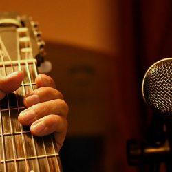 guitar-4231782_640